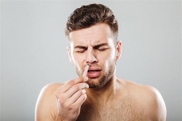 Cómo depilar los vellos de la nariz