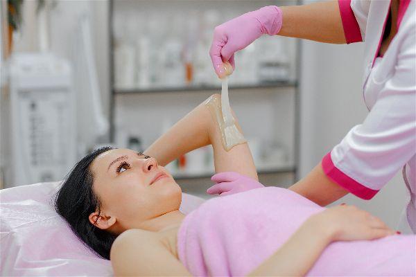 Cómo depilarse los brazos